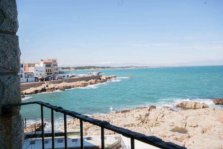 Luxury Apartment in L'Escala Catalonia with Beach nearby