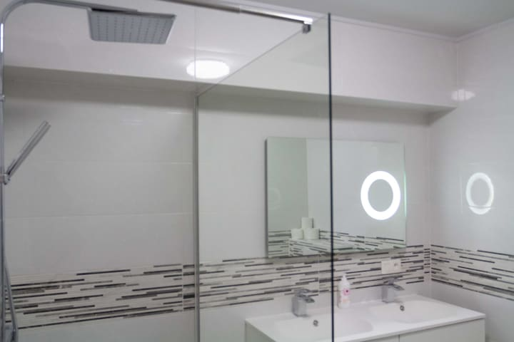 Large new and modern shower, architecturally designed,
