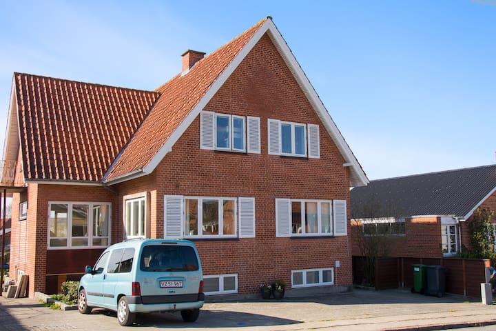 Byhus i gåafstand til bymidte - Skive - Hus