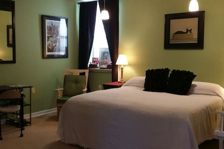 The Green Room Suite at HallARosa w/breakfast - Nicholasville - Hus
