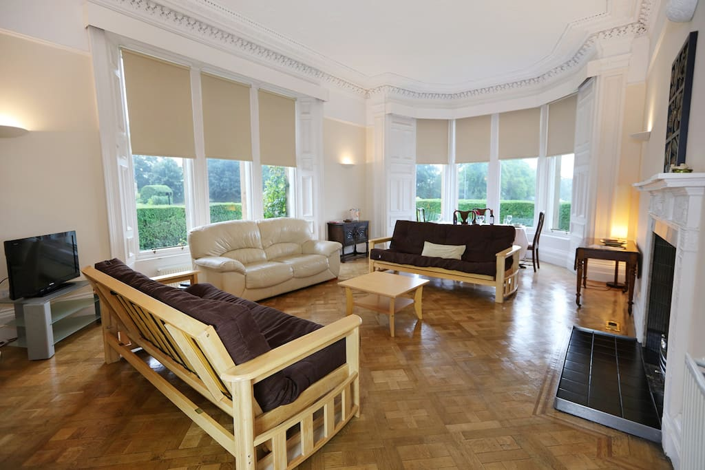 Dual-aspect lounge with two double sofa beds and dining area