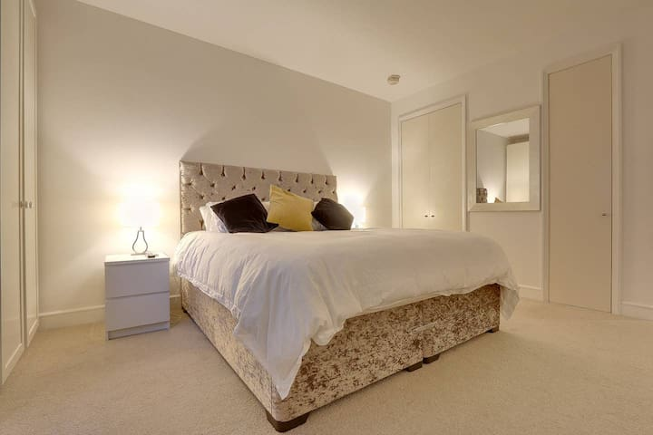 Beautiful 1 bed Apartment in lovely Canary Wharf!