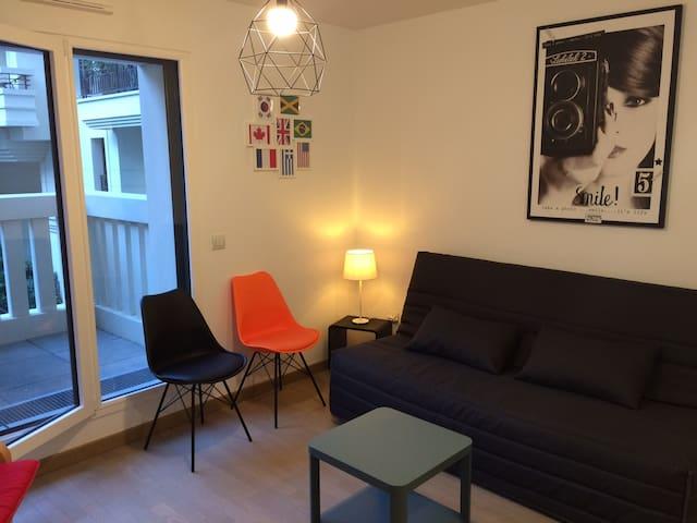 Joli studio avec terrasse.