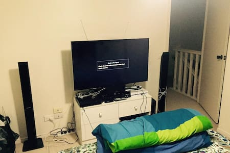 Double Room Available - Woodridge