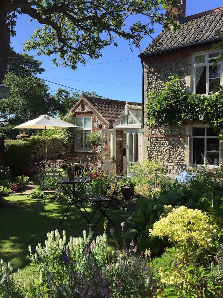 Stone Cottage, Secret Garden Separate  Entrance