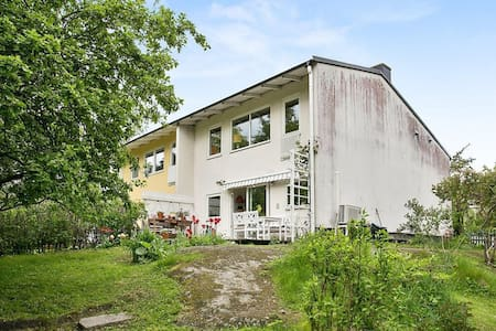 Cozy townhouse Only 10 min from Södermalm - 斯德哥爾摩 - 連棟住宅