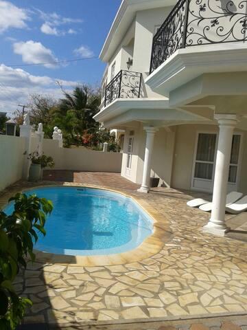 Spacious 3 bedroom villa unit 1 at flic en flac - Flic en Flac - Huis