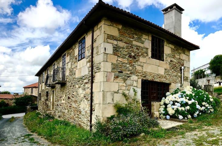 Casa de campo del siglo XVIII con huerto.