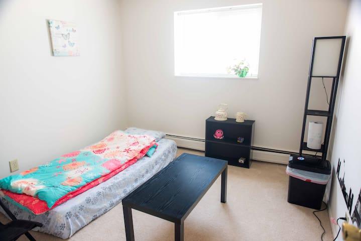 Cozy Clean Quiet Memory Foam Bed Room On 1st Floor - Parma - Flat