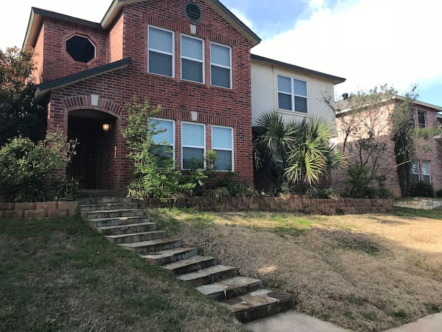 CHARMING 3BR Home, WIFI, CABLE, Near DFW airport