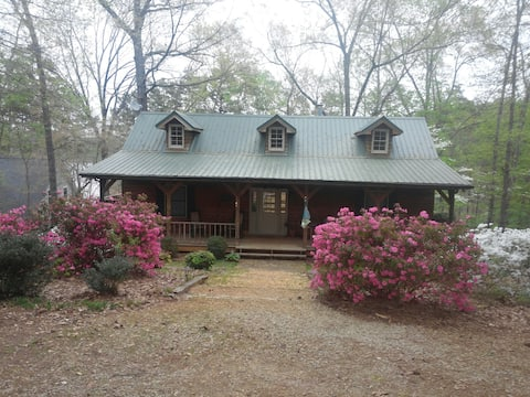 Secluded cozy getaway on Lake Hartwell- Book Today