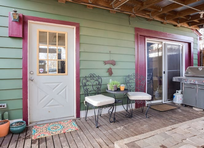 Peaceful private guest house in the heart of OKC - Oklahoma City