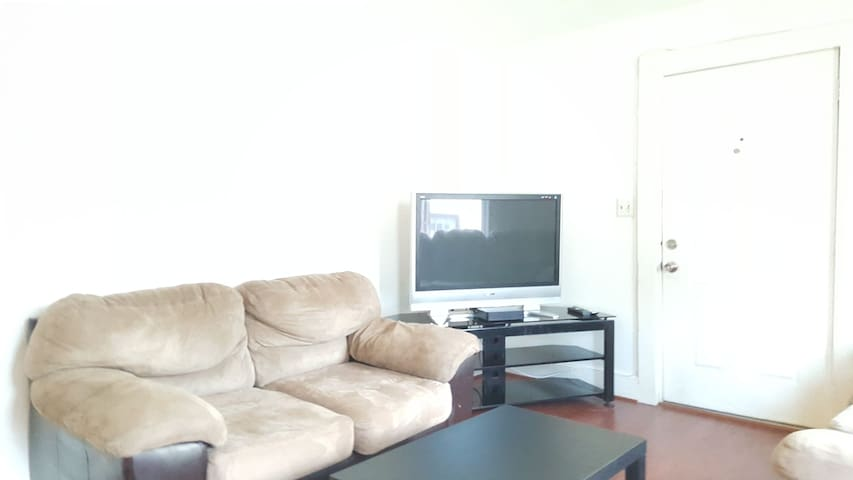 Detached House with 3 bedrooms (Walk To Metro)