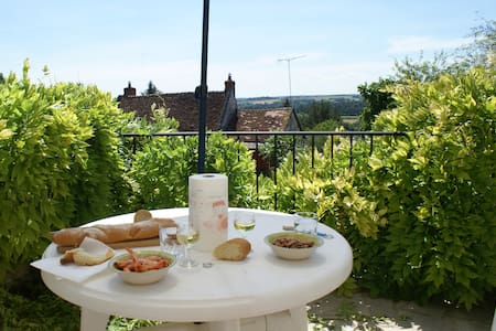 Loire Valley sunny romantic hillside cottage for 2 - Bourre