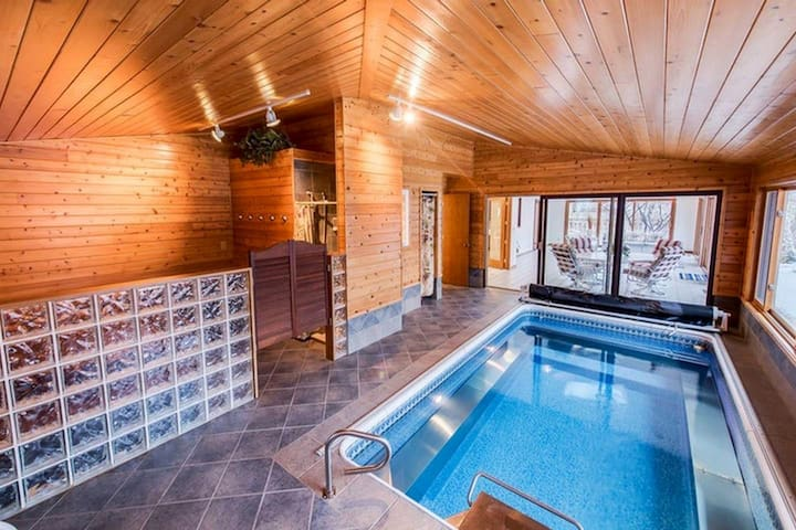 Full Private Suite + Wine Barrel Spa &Endless Pool