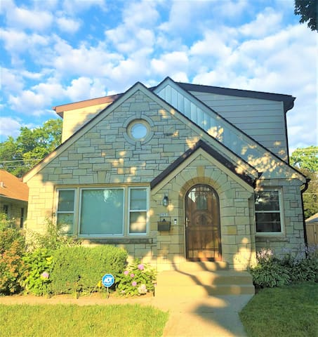Cozy Home in Milwaukee-TRAVELING NURSES WELCOME