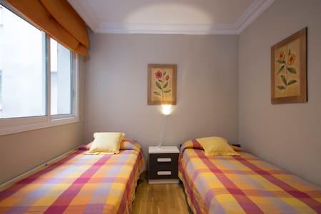 Private room b&b 1,2,3 or 4 people - ทาราโกน่า - ที่พักพร้อมอาหารเช้า