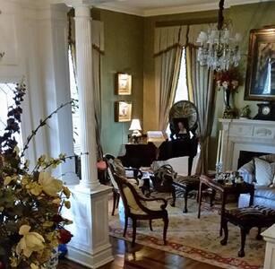 Belle Oaks Inn - Riata Room