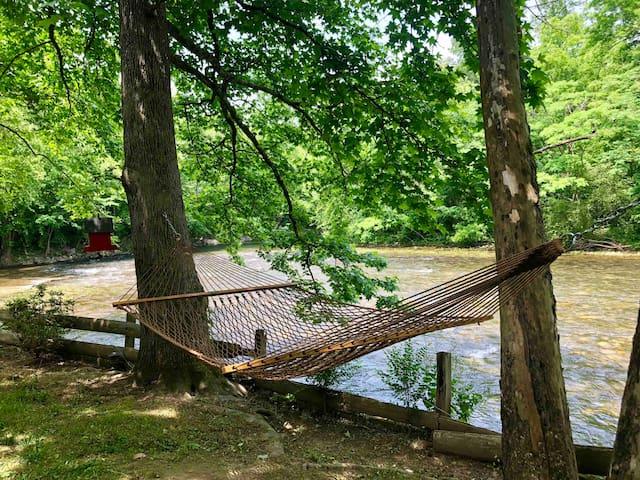 Little River Retreat in the Smokies!