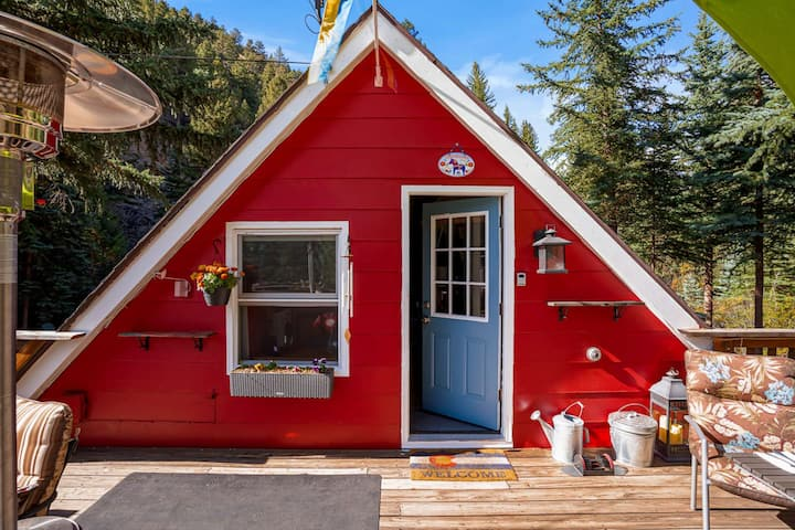 "Cozy, Riverfront Tiny Home - 24 mins to Loveland Ski, Hot Tub, Fireplace - ""Swedish Cottage"""