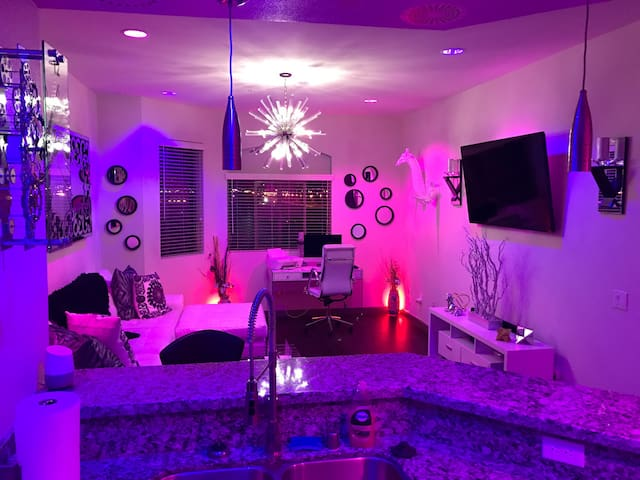 Luxury 2 Bedroom 10 Minutes From The Strip! - Las Vegas - Apartament