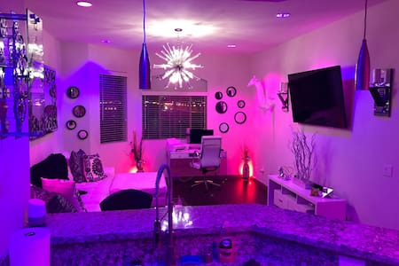 Luxury 2 Bedroom 10 Minutes From The Strip! - Las Vegas - Apartmen