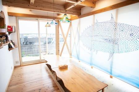 高知駅から徒歩12分の新築!3段ベッドの個室♪