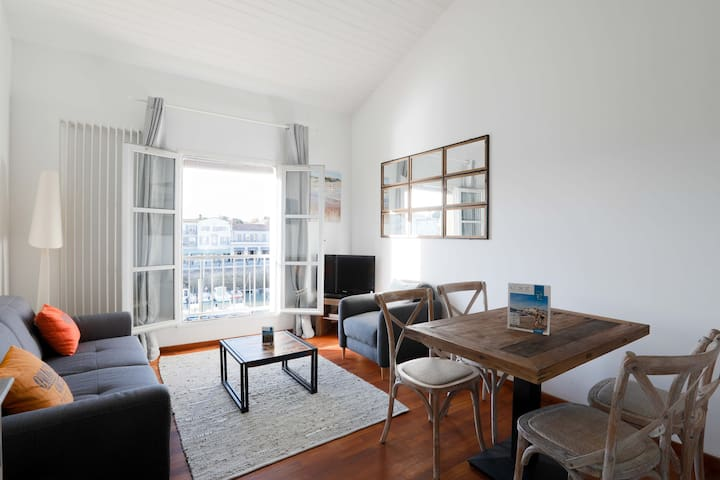 Duplex apartment with a full harbour view