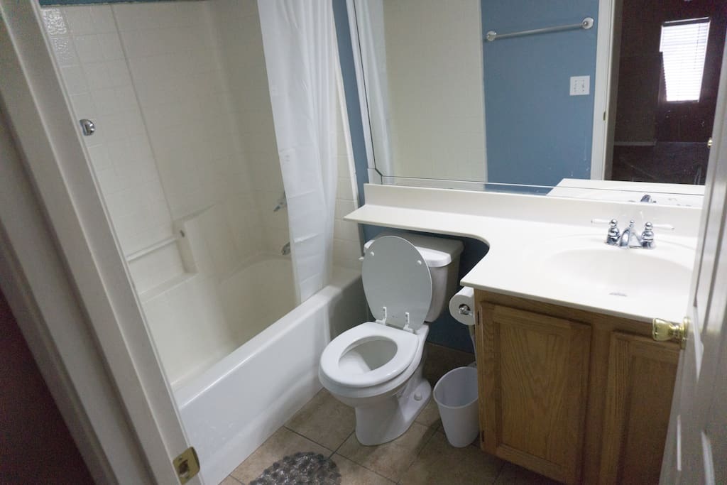 Full Bathroom (Shared)