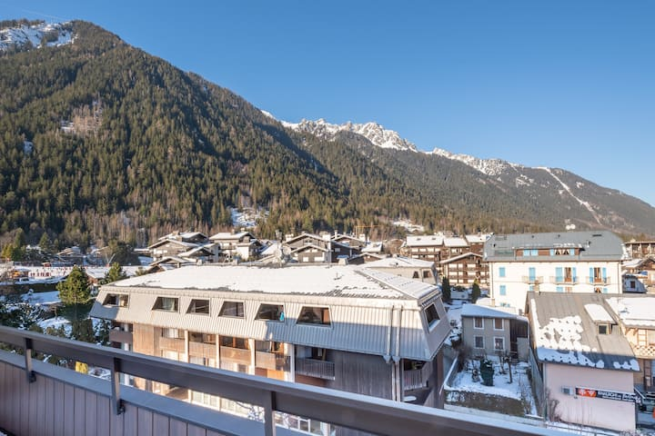 Apt at the foot of slopes in CHAMONIX with BALCONY
