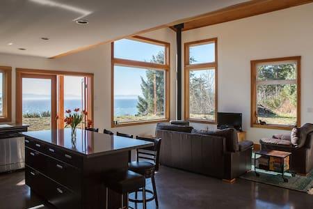 West Coast Oceanfront Home - Jordan River - Haus