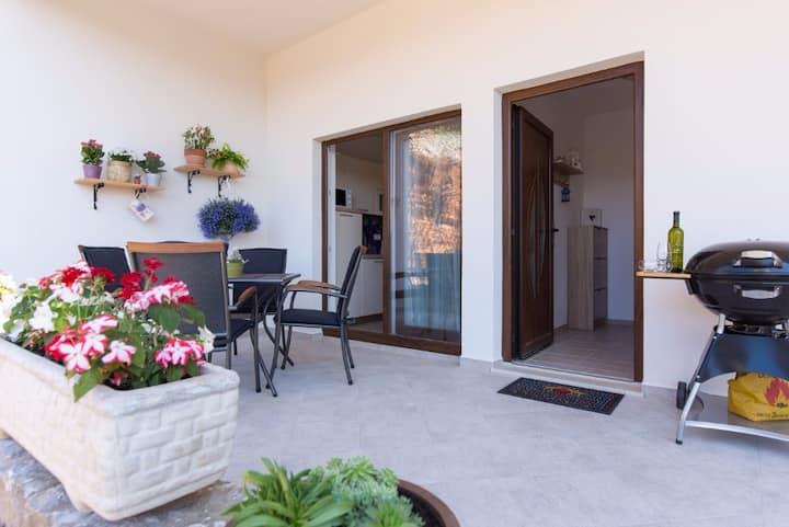 Modern apartment Primorka 1 on peaceful  location