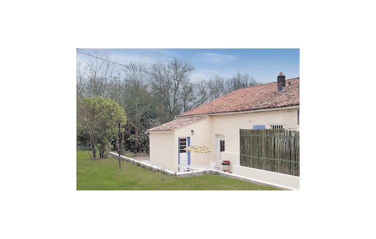 Semi-Detached with 1 bedroom on 50m² in Dampierre sur Boutonne