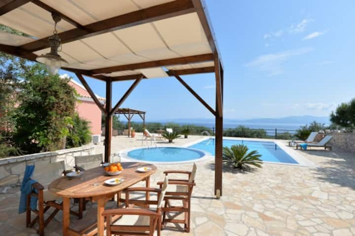 R 160 Villa with Private Pool and Spectacular Sea Views Breakfast Included