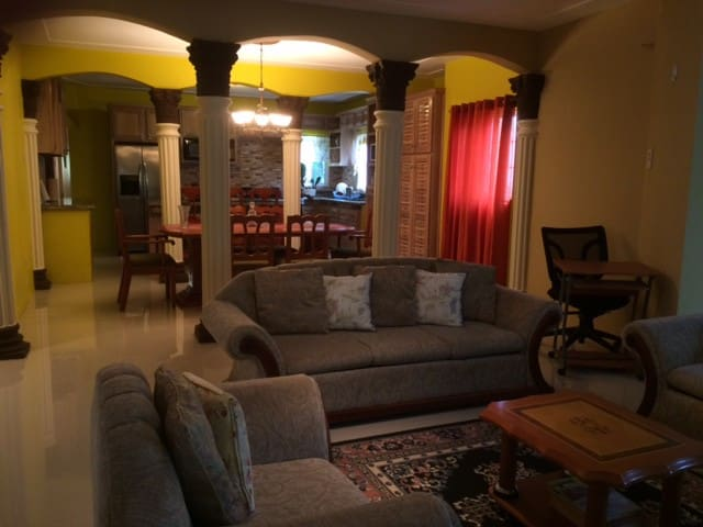 Homely 2 Bed in Montego Bay