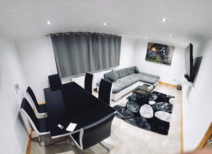 Newly refurbished apartment in Stratford centre