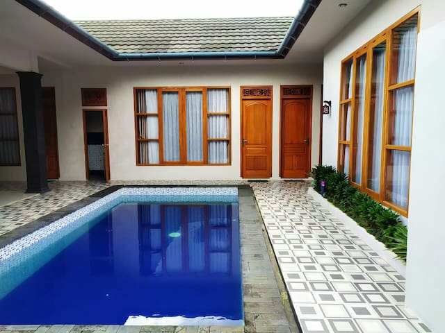 "Villa Puncak Modern ""Murah"" Private pool"
