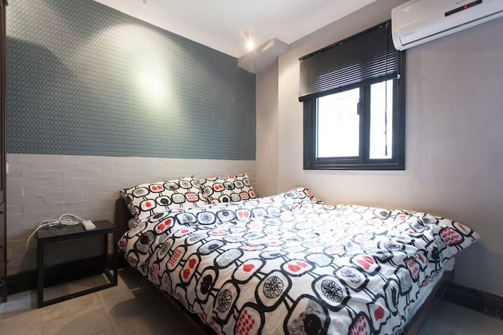 Entire one room Apartment in hitorical Lane house. - Shanghai - House