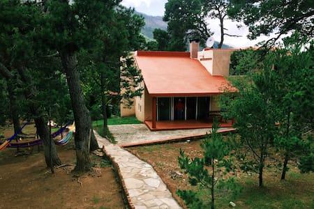 Cabaña grande super equipada, cerca de Monterreal