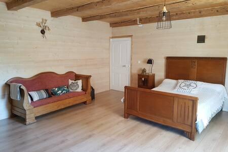 Chambre privée avec jacuzzi dans ferme comtoise