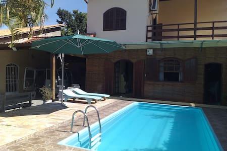 Casa aconchegante com piscina em Guapimirim
