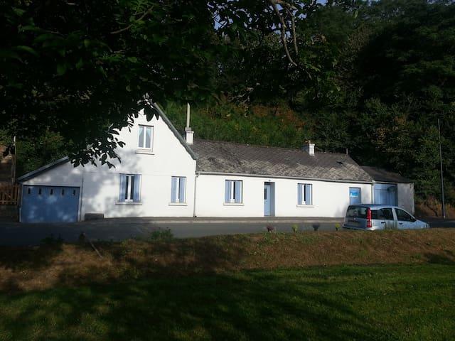 Riverside Cottage - Ploëzal - Rumah