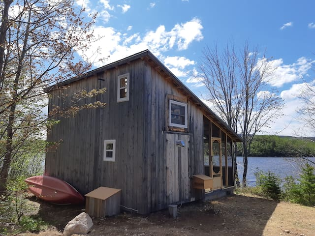 The Laughing Gull: Waterside Solar Cottage