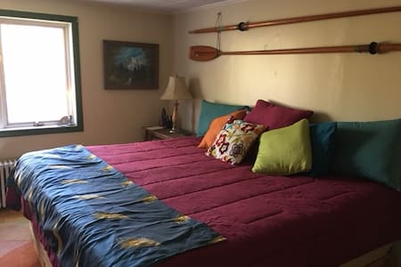 Large Room w/ King Size Bed in Farmhouse
