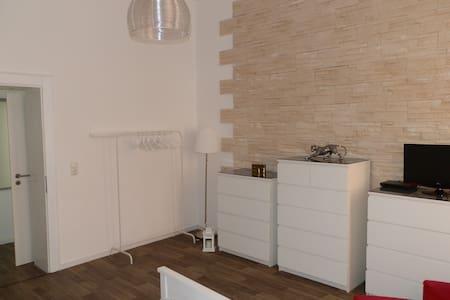 Citynah und  modern mit tollem Bad - Nuremberg - Apartment