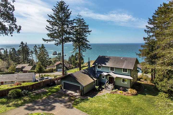 New! Seawood Vista~ Unique Ocean Views w/ Hot Tub on over a Acre.