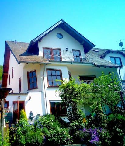 Freundliche Wohnung in schönem Moselort - Oberfell - Appartement
