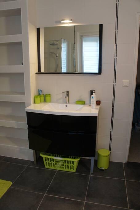 Chambre avec salle de bain chez particulier houses for for Salle de bain translation