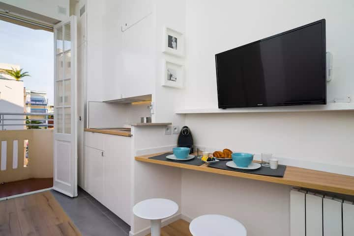 Renovated and contemporary studio 3 min from Beach