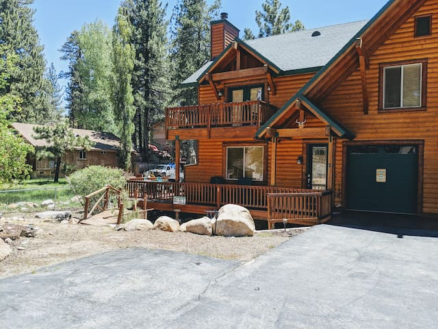 Modern log home premium decorated, great location